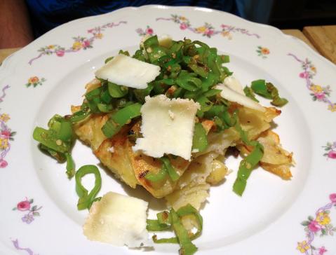 Rosti di patate con friggitelli saltati e pecorino cenerino.