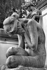 Ogni volta che sento la sigla di Dawson's Creek mi trasformo in statua, col muschio che mi mangiucchia la schiena.